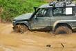 fuoristrada in prova nel fango