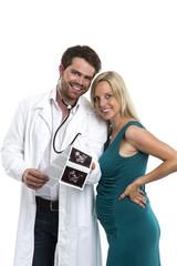 Arzt spricht über das Ultraschallbild der Schwangeren