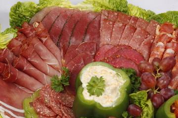 Partyplatte mit Schinken und Salami