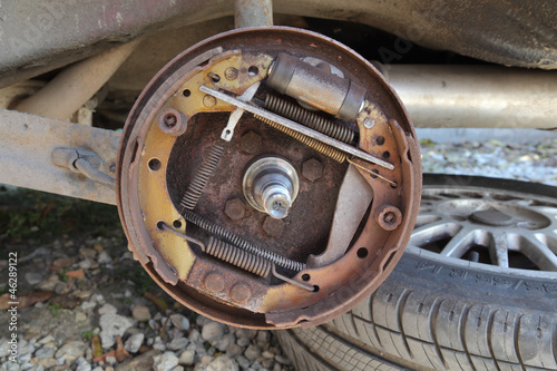 Car servicing, repairing of old drum brakes
