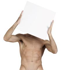 uomo a busto nudo con cartello bianco tre le mani