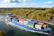 Frachtschiff mit container beladen