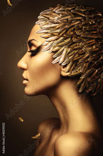 Wall mural beautiful woman with gold feather hat