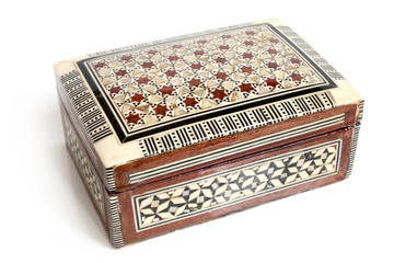 Box inlaid seashells