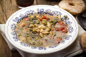 Zuppa di scarola e fagioli