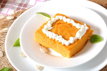Pumpkin pudding with sour cream