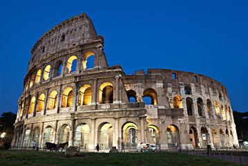 Roma, il Colosseo al crepuscolo