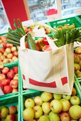 Einkaufstasche im Supermarkt