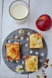 Pastry with apples and walnuts