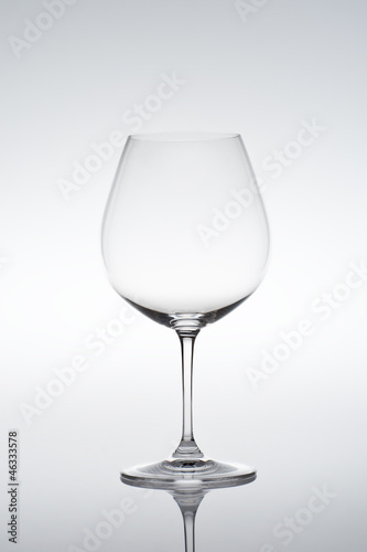 Vine glass suited for Beaujolais, Burgundy, Pinot Noir