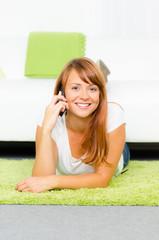 fröhliches telefongespräch