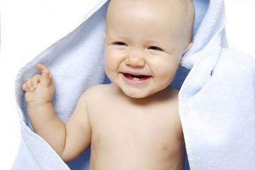 niemowle w ręczniku
