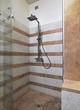bagno moderno con doccia in muratura