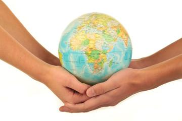 Zwei Hände mit Globus 31.10.12