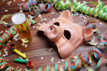 Karneval,Maske,schwein,Luftschlange,Konfetti