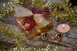 Goldiges Weihnachtspäckchen