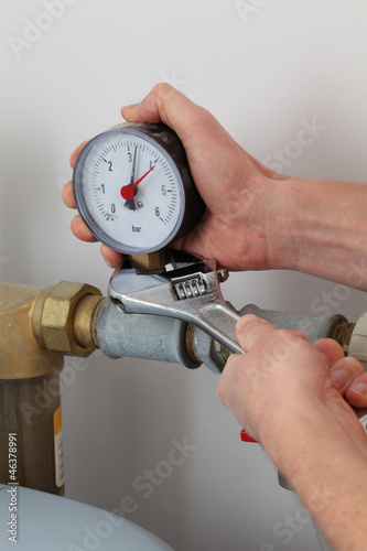 Screwing pressure gauge