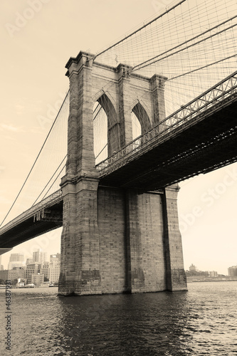 Brooklyn Bridge black and white - 46387931