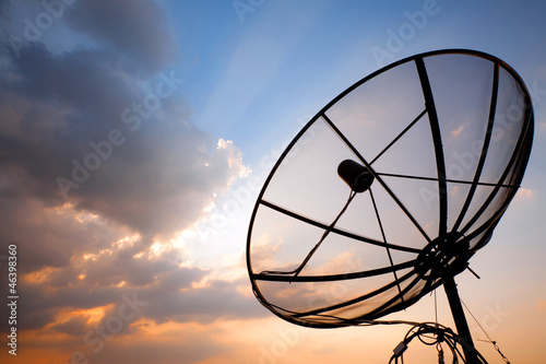 Leinwanddruck Bild telecommunication satellite dish
