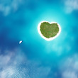 Segelyacht ankert vor Trauminsel Herzform Karibik