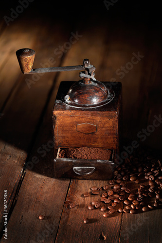 Fotobehang Koffiebonen antico macinino da caffè