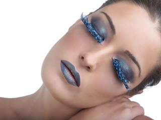 Beauty con trucco azzurro