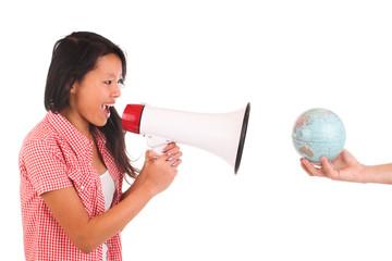 Mädchen mit Lautsprecher