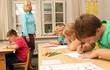 Lehrerin beim Unterrichten