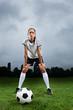 Fußballerin mit Fußball - cool