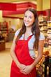 Einzelhandelskauffrau im Supermarkt
