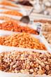 gemischte Nüsse auf einem traditionellen Markt