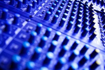 Mixer audio per concerti e studi di registrazione