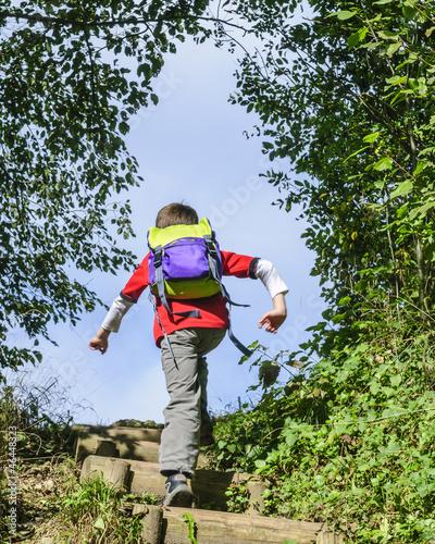 Stufen hochrennen beim Wandern
