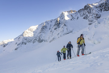 Tourengeher im Aufstieg zur Wildspitze