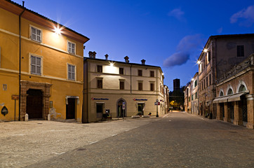 Matelica, Piazza Garibaldi al crepuscolo