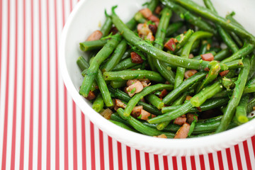 Green string beans salad with ham and vinaigrette