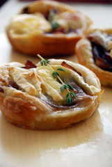 Small tarts with caramelized red onion and Camembert cheese