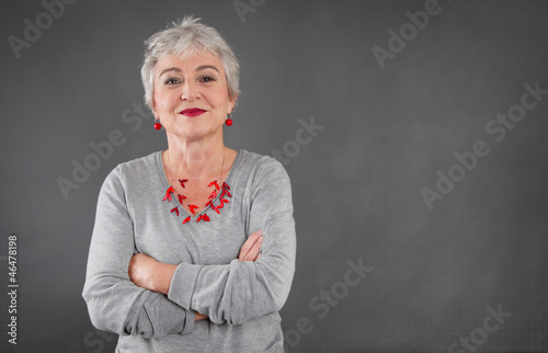 Leinwandbild Motiv Selbstbewusste ältere Dame