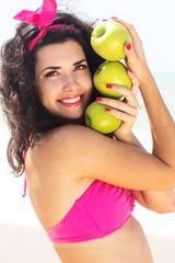 Portrait of young beautiful smiling woman with apple