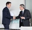Geschäftspartner schütteln Hände