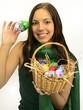 Osterkorb voll bunter Eier
