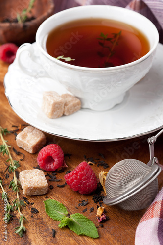 Tea with raspberries, fresh mint, thyme and brown sugar
