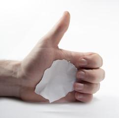 daumen hoch mit fetzen papier