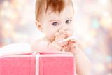Fototapeta dziecko - pudełko - Niemowlę