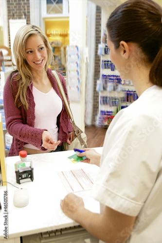 Pharmacie - Réception d'une cliente