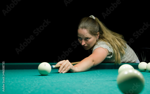 Staande foto Woma playing billiards