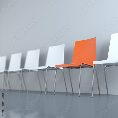 Leere Stühle im Warteraum