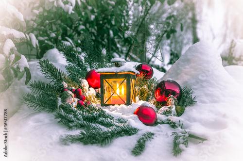 laterne im schnee stockfotos und lizenzfreie bilder auf bild 46517786. Black Bedroom Furniture Sets. Home Design Ideas