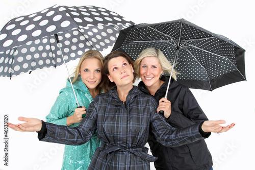 Frauen im Regen