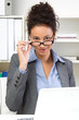 Jung, dynamisch, erfolgreich - Frau mit Brille